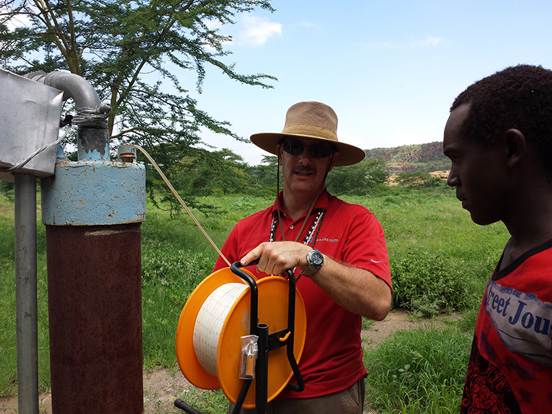 Clifford-Yantz-and-Maasai-youth-working-on-Ewauso-Kenya-well-connector-pump_800x600