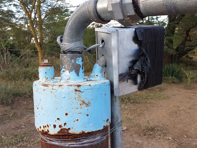 Ewauso-well-pump-connection-close-up_800x600