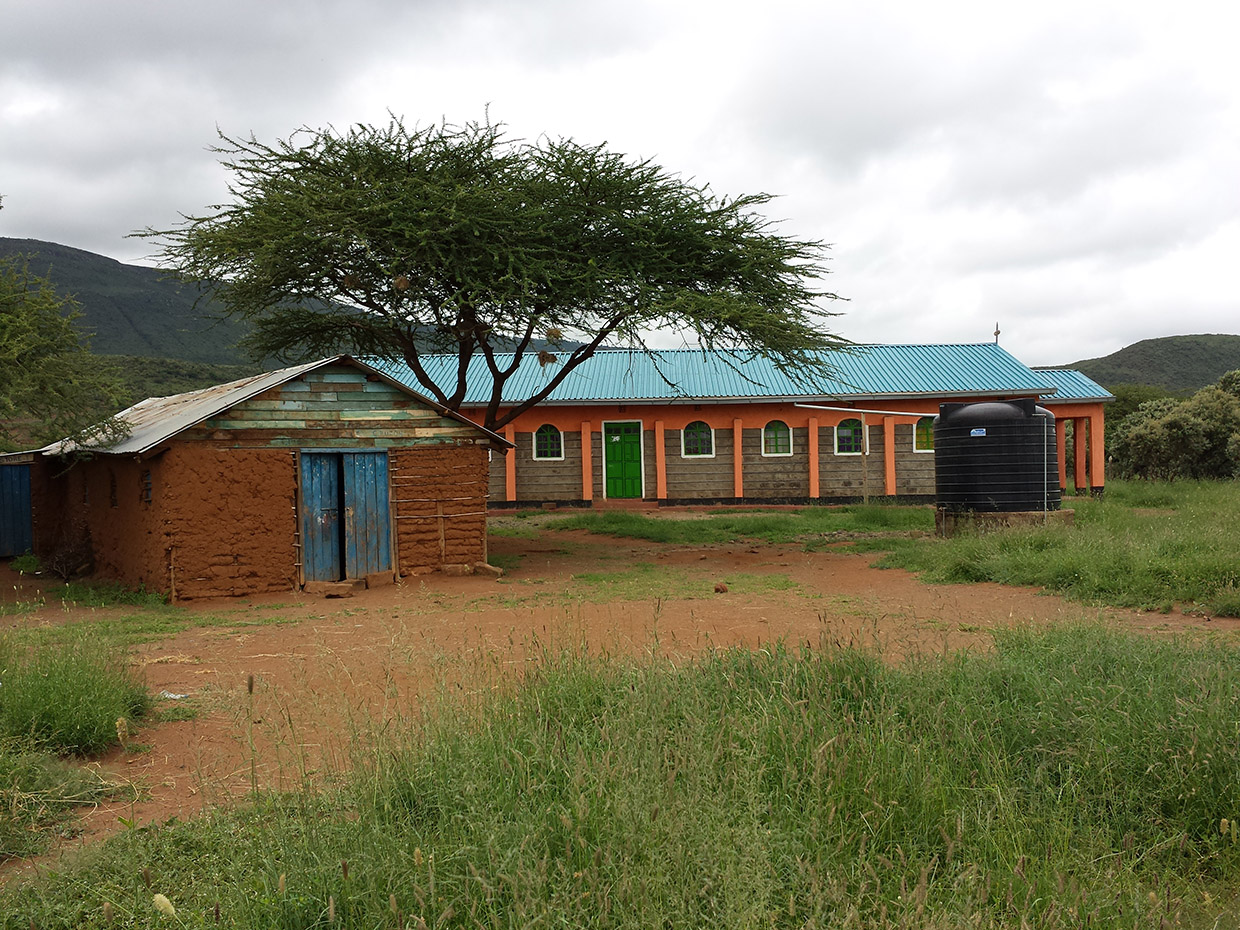 Namuncha-Child-Development-Center-Kenyan-primary-school-with-installed-rain-water-barrel-from-Wells-For-The-World-Inc